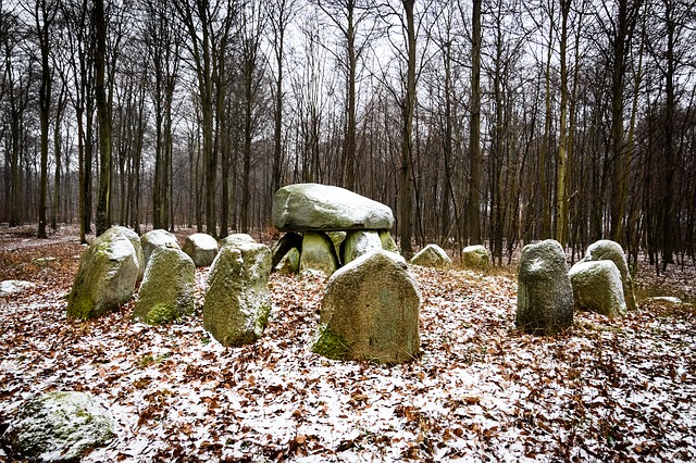 zasněžené kameny
