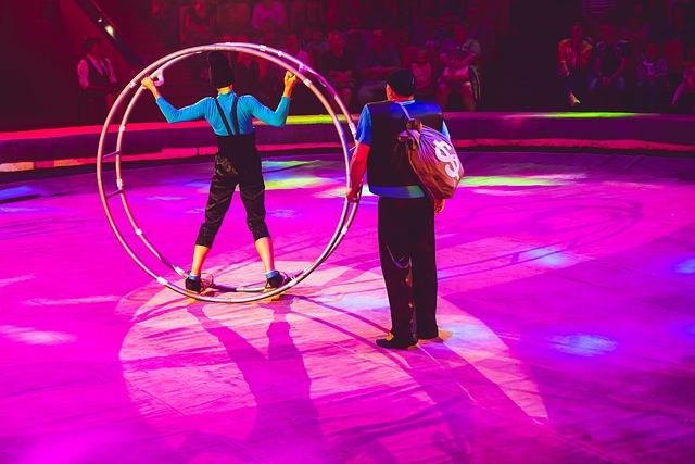 Akrobati v cirkuse