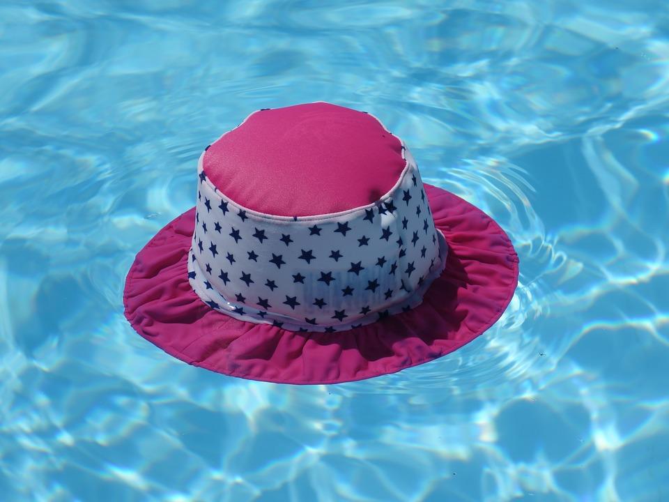 klobouk na hladině